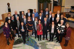 Politici Hof van Twente in debat bij politiek café in De Reggehof