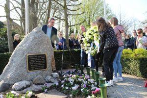 Video en foto's: Inwoners en scholieren herdenken bevrijding van Delden