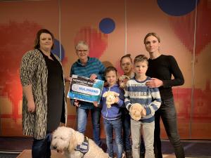 Leerlingen Twickel College halen ruim 8000 euro op voor Stichting Hulphond