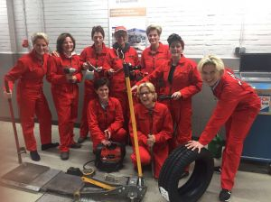 Klepklub houdt ladies night bij Autobedrijf de Vossenbrink