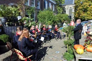 Zonovergoten Muzikale Wandeling levert 3000 euro op voor goede doel