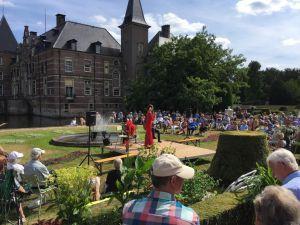 Optreden van de Flamencozangers Luna Zegers zorgt voor feest op Twickel