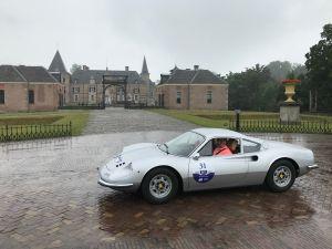 Glimmende bolides en cabrio's Bcause rally pauzeren op Twickel