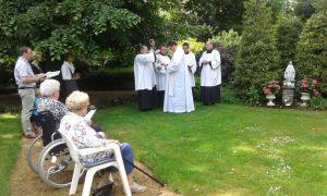 Mariabeeld in pastorietuin Delden gewijd en officieel gezegend