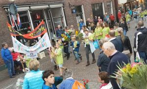 Deelnemers Deldense Wandel4daagse krijgen warm onthaal