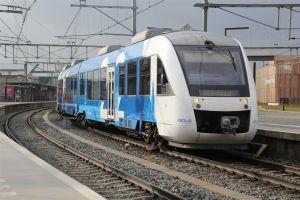 Overvolle trein laat reizigers achter op station Delden