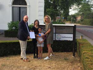 Familie Arshid uit Delden wint quiz tijdens Kleurrijk in de Hof