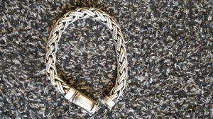 Armband gevonden aan Langestraat Delden