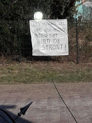 Bewoners Reigerstraat Delden zijn hondenpoep zat