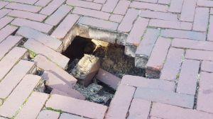 Deldens 'sinkhole' ontstaan door lekkage in riool