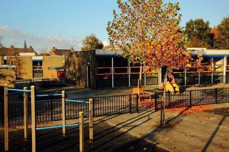 Ruit ingegooid bij Ranninkschool in Delden
