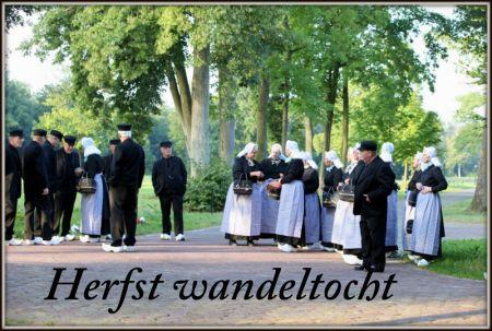 Herfst wandeltocht folkloristische dansgroep Midden Twenthe