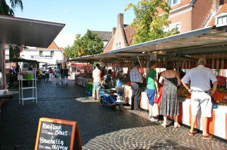 Wijkbeheer op vrijdagmarkt Delden voor vragen over gladheidsbestrijding